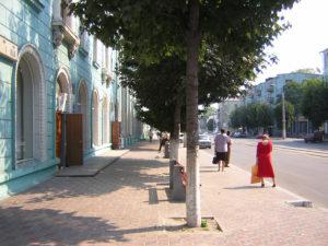 Перед библиотекой им.Шевченко 3 вересня 2004